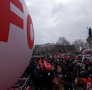 Tract Unitaire des Fédérations Syndicales Cheminots FO et SUD-Rail pour un rassemblement de grande ampleur à Paris à 11h le 13 avril 2016, jour de négociation à l'UTP, et ainsi rappeler notre revendication claire et commune: le décret socle doit avoir comme base à minima le RH0077!