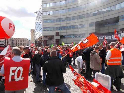 Rassemblement du 13 avril 2016: Prise de parole de François GRASA secrétaire général FO Cheminots. Le décret socle doit être à minima le RH0077 !